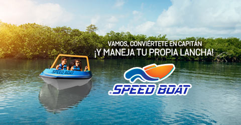 Pareja en una lancha del tour Speed Boat en la laguna Nichupté de Cancún